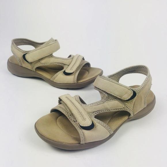 47ee880ef7b53d Women s Clark Sandals size 9m